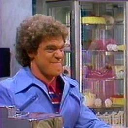 Joe Piscopo as Paulie Herman in a diner